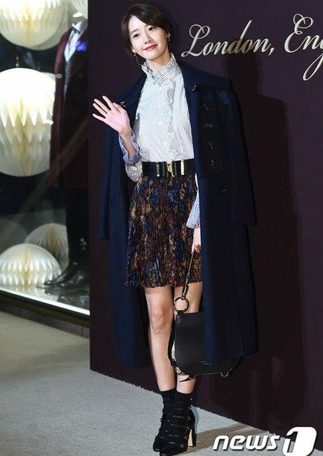 Yoon Ah la idol duy nhat duoc moi su kien thoi trang dang cap - Anh 4
