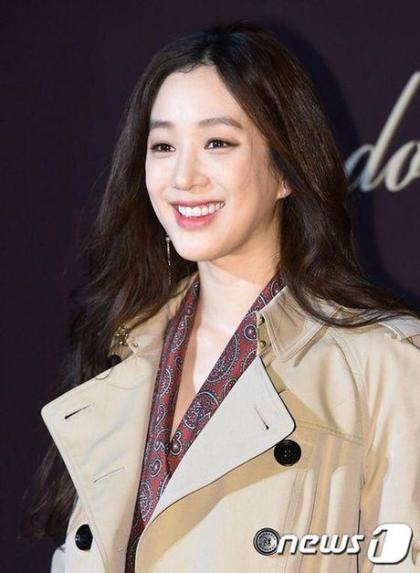 Yoon Ah la idol duy nhat duoc moi su kien thoi trang dang cap - Anh 7