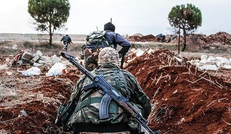 Syria: Phien quan dong Aleppo thao chay hang loat khoi chien truong - Anh 1