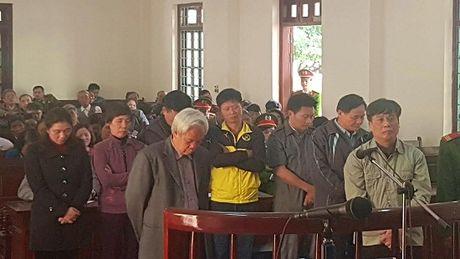 Tuyen an 8 cuu quan chuc TP Vinh Yen trong vu an trang trai Dong Tam - Anh 1