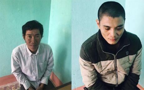 Thanh Hoa: Bat 2 doi tuong gia danh nhan vien cong ty xo so de lua dao - Anh 1