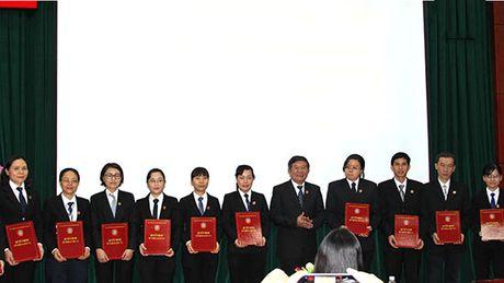 TAND TP. Ho Chi Minh bo nhiem Chanh Van phong, Pho Chanh Van phong TAND 24 quan, huyen - Anh 1