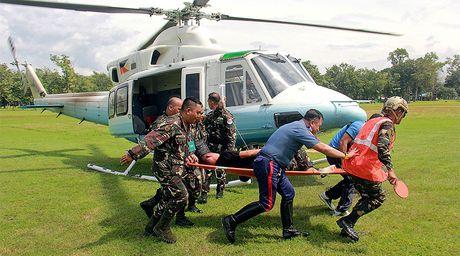 Doan xe cua Tong thong Philippines Duterte bi danh bom - Anh 1