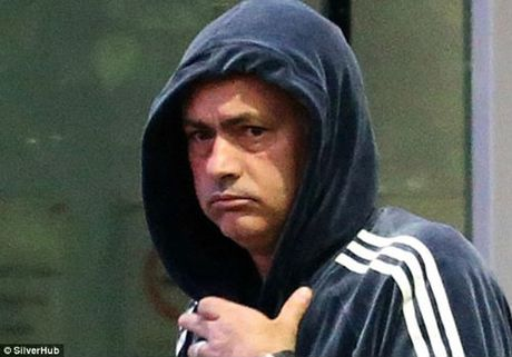 "Mourinho ""len lut"" den toi nghiep sau su co da chai nuoc - Anh 3"