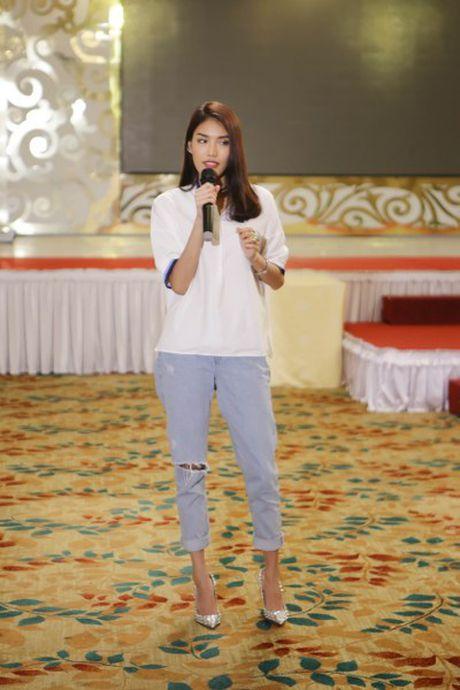 Hoa khoi Lan Khue tro tai catwalk truoc dan thi sinh Nguoi dep Xu Dua 2016 - Anh 1