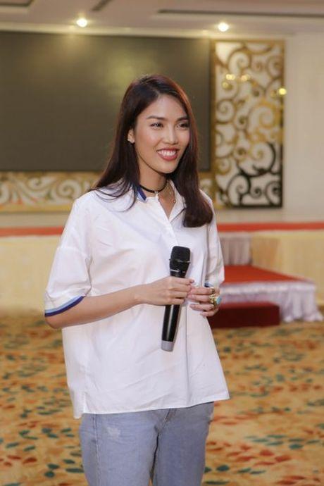 Hoa khoi Lan Khue tro tai catwalk truoc dan thi sinh Nguoi dep Xu Dua 2016 - Anh 3
