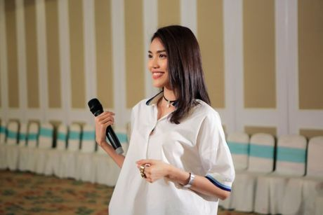Hoa khoi Lan Khue tro tai catwalk truoc dan thi sinh Nguoi dep Xu Dua 2016 - Anh 4
