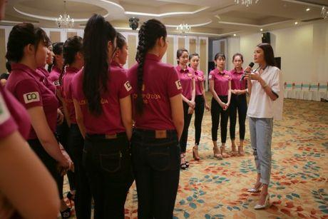 Hoa khoi Lan Khue tro tai catwalk truoc dan thi sinh Nguoi dep Xu Dua 2016 - Anh 5