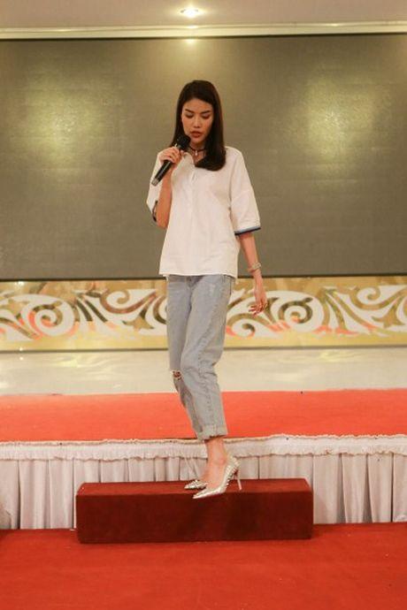 Hoa khoi Lan Khue tro tai catwalk truoc dan thi sinh Nguoi dep Xu Dua 2016 - Anh 6