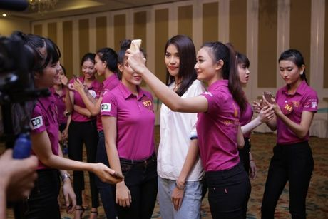 Hoa khoi Lan Khue tro tai catwalk truoc dan thi sinh Nguoi dep Xu Dua 2016 - Anh 7