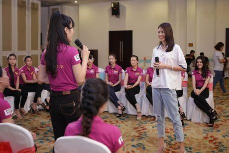 Hoa khoi Lan Khue tro tai catwalk truoc dan thi sinh Nguoi dep Xu Dua 2016 - Anh 8