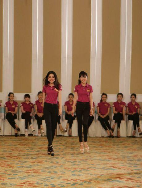 Hoa khoi Lan Khue tro tai catwalk truoc dan thi sinh Nguoi dep Xu Dua 2016 - Anh 9