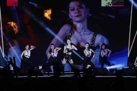 Thu Minh khuay dong san khau MTV Connection bang loat hit cua Ha Ho, Toc Tien - Anh 2