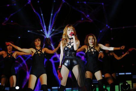 Thu Minh khuay dong san khau MTV Connection bang loat hit cua Ha Ho, Toc Tien - Anh 3
