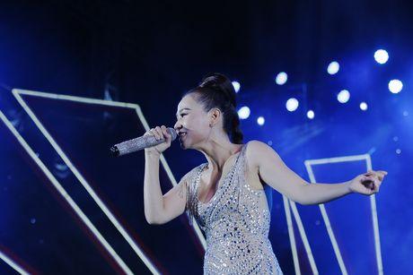 Thu Minh khuay dong san khau MTV Connection bang loat hit cua Ha Ho, Toc Tien - Anh 6