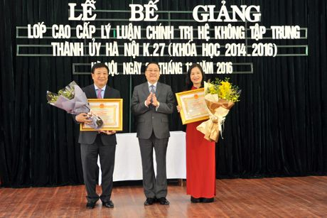 Be giang Lop Cao cap ly luan chinh tri he khong tap trung Thanh uy Ha Noi K27 - Anh 1