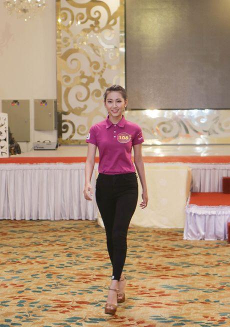Lan Khue an mac gian di, thi pham catwalk cho thi sinh 'Nguoi dep xu Dua' - Anh 8