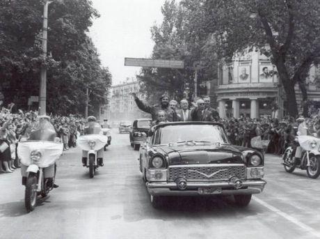 Nhung chiec xe gan lien voi lanh tu Cuba Fidel Castro - Anh 2