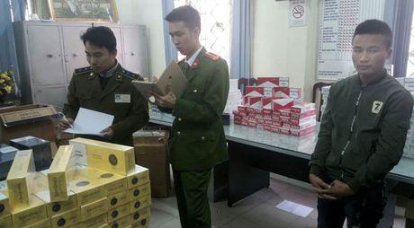 Thu giu hon 6.000 bao thuoc la nhap lau tai Ha Noi - Anh 1