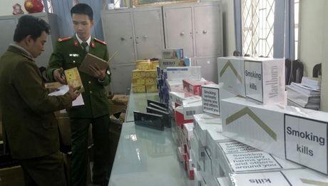 Thu giu hon 6.000 bao thuoc la nhap lau tai Ha Noi - Anh 3