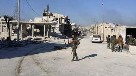 Chum video chien su Aleppo: Quan doi Syria ac chien voi phien quan giai cuu thuong dan - Anh 1