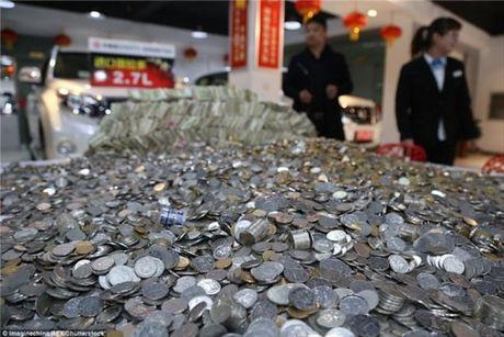 Cho hon 100.000 dong tien xu di mua 'xe hop' moi - Anh 1
