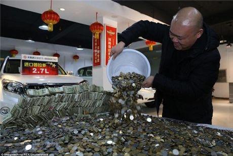 Cho hon 100.000 dong tien xu di mua 'xe hop' moi - Anh 2