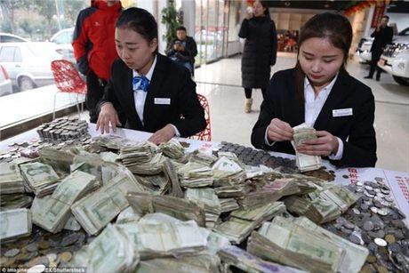 Cho hon 100.000 dong tien xu di mua 'xe hop' moi - Anh 5