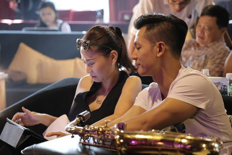 Thu Minh cuc 'xi tin', My Tam 'om ap' Hong Nhung tap luyen cho show dien dang cap - Anh 1