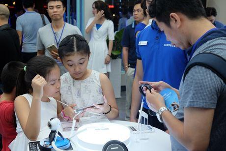 Samsung bat ngo giam nua gia Gear Fit 2, con gan 2 trieu dong - Anh 1
