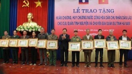 Trao huan, huy chuong cua Lao tang cuu quan tinh nguyen va chuyen gia quan su tinh Ha Nam - Anh 1