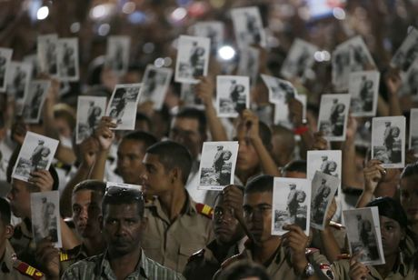 Bien nguoi tuong nho lanh tu Fidel Castro o Havana - Anh 1