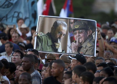 Bien nguoi tuong nho lanh tu Fidel Castro o Havana - Anh 5
