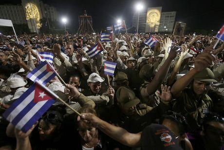 Bien nguoi tuong nho lanh tu Fidel Castro o Havana - Anh 9