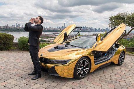 Chan duong chup hinh, ngoi sao YouTube bi dap vo kinh BMW i8 - Anh 1