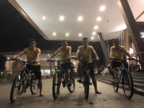 Tuyen Viet Nam tap nhe buoi dau o Indonesia - Anh 6