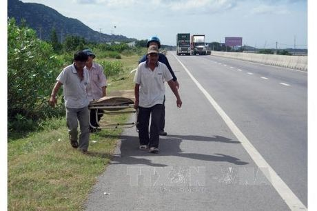 Di bo qua dai phan cach, cu ba bi mo to dam tu vong - Anh 1