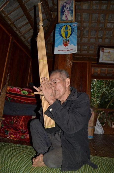 Nguoi 'khong chan' van chinh phuc dinh Pha Rom va tro thanh nghe nhan - Anh 2