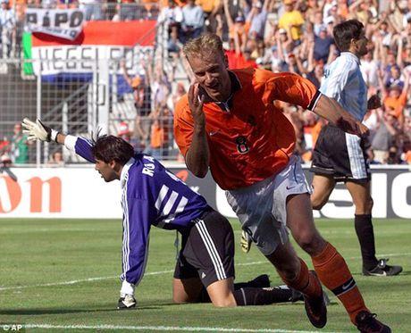 Dennis Bergkamp: Tieu chuan cua chu nghia hoan hao - Anh 10