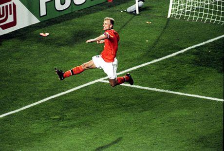 Dennis Bergkamp: Tieu chuan cua chu nghia hoan hao - Anh 1