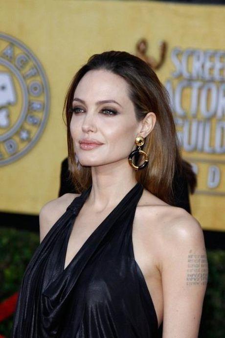 Ro tin Brad Pitt 'chay theo' Kate Hudson, Angelina Jolie tai nghien thuoc la - Anh 2