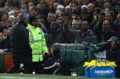 Mourinho lam moi cach de 'duoc' sa thai? - Anh 1