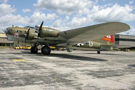 Hinh anh Phao dai bay B-17G 'Thunderbird' 13 sung may giua troi xanh - Anh 10