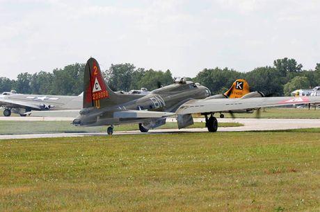 Hinh anh Phao dai bay B-17G 'Thunderbird' 13 sung may giua troi xanh - Anh 11