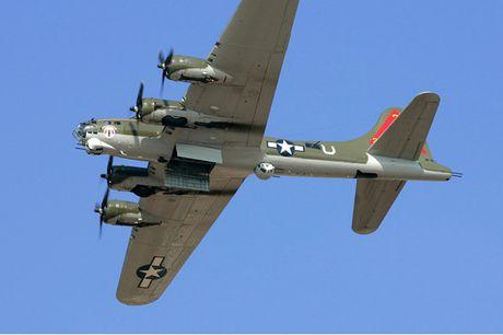 Hinh anh Phao dai bay B-17G 'Thunderbird' 13 sung may giua troi xanh - Anh 8