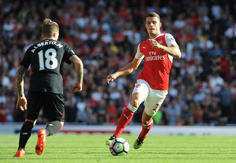 Doi hinh tre trung giup Arsenal 'vuot ai' Southampton - Anh 8