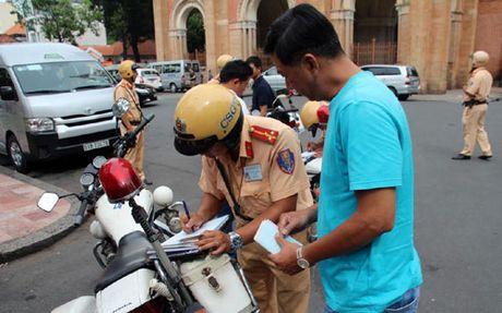 CSGT huong dan nguoi dan lam thu tuc dang ky xe chinh chu - Anh 2