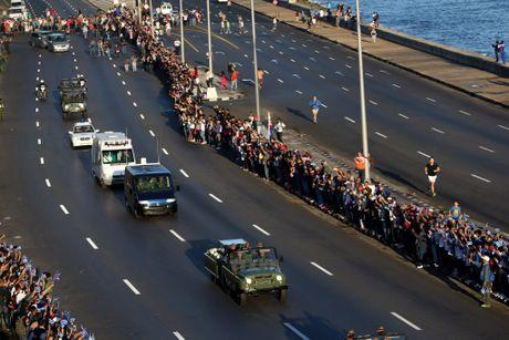 Nguoi dan tren khap Cuba vinh biet Lanh tu Fidel Castro - Anh 4