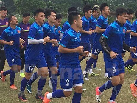 Tuyen Viet Nam 'bi ep' giau bai o buoi tap tren dat Indonesia - Anh 1