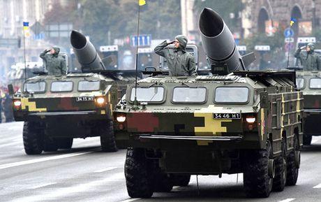 Dien Kremlin gui thong diep dang so cho Ukraine: Nguy co chien tranh den gan? - Anh 1